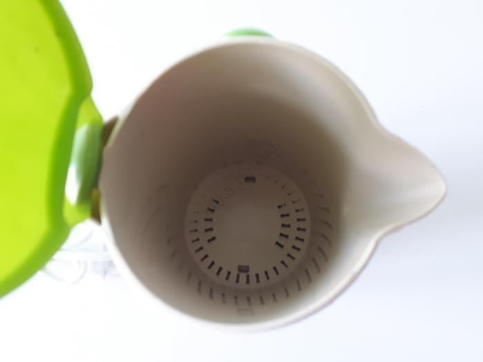 Чайник-минутка электрический, пластмассовый Gondol-122 d 9 cm, h 17 cm (700 мл.)
