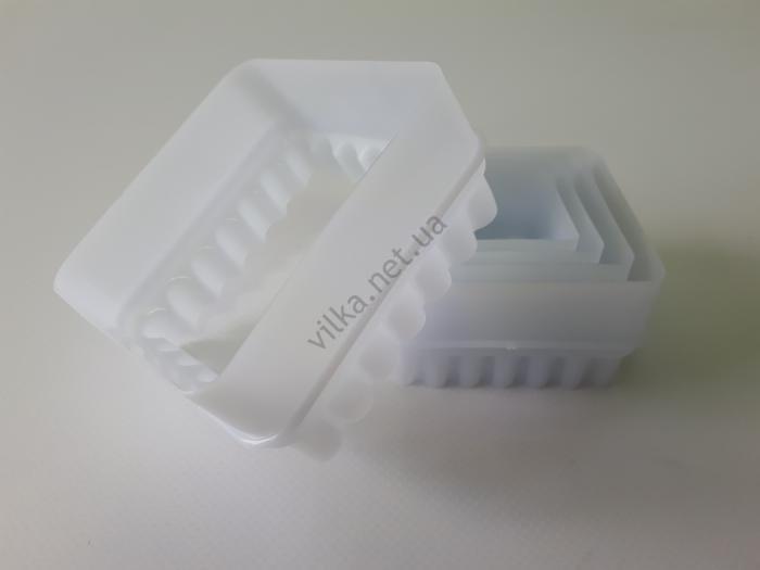Набор квадратных форм пластмассовых из 5-ти (d 7, 6, 5.2, 4, 3.3 cm) h 3,5 cm.