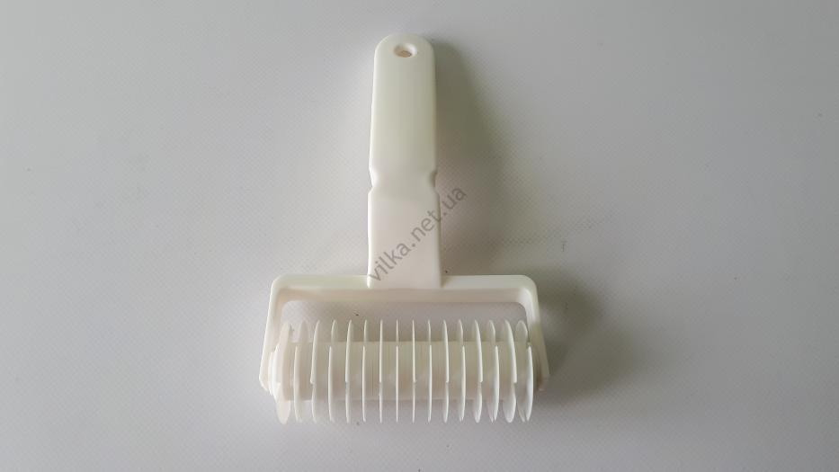 Валик пластмассовый для нарезки сетки из теста L 20 cm, w 12 cm.