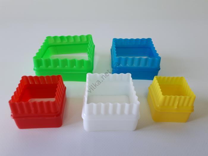 Форма пластмассовая  из 5-ти Квадрат d 3,5; 4,3; 5; 6; 7 cm; h 3,5 cm