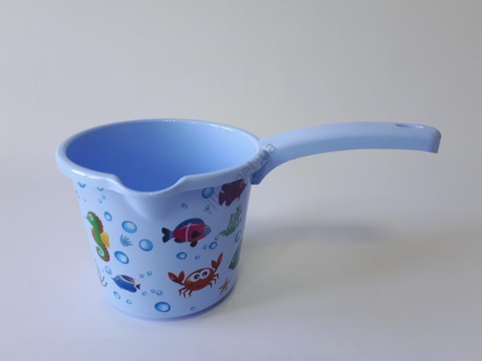 Ковш пластмассовый 1 л., d 14 cm, L 27 cm, h 12 cm.