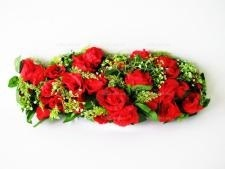 Композиция  Лодочка  33 розы 71 х 30 см.