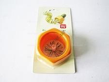 Приспособление для нарезки огурцов из 2-х d 5,5 см.