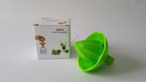 Лимонница пластмассовая с лейкой в упаковке d 7,5 cm