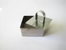Форма нержавеющая для гарнира с выталкивателем квадратная 8,3 х 8,3 х 4 см.