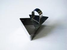 Форма нержавеющая для гарнира с выталкивателем треугольная 7,5 х 6,5; выс. 4 см.