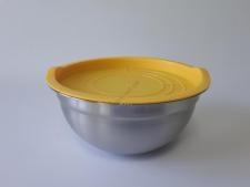 Миска нержавеющая матовая, с пластмассовой крышкой d 21,7 cm, h 10,2 cm. (2.2 л.)