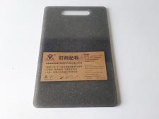 Доска пластмассовая серая крошка 24 х 37 х 0,7 см.