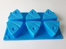 Форма силиконовая на планшете Треугольники из 6-ти 23,5*15*4 сm